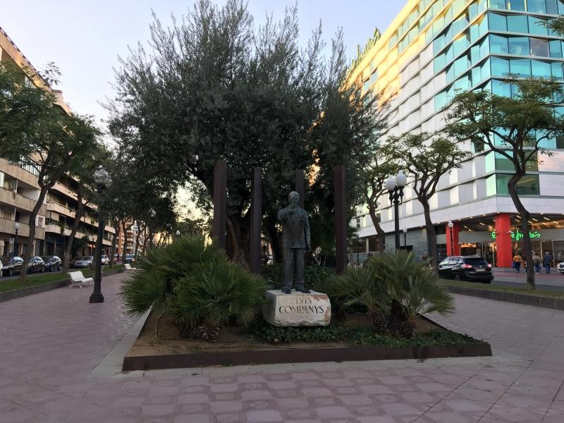 Памятник казненному во времена Франко Президенту Каталонии Луис Компанис(1882-1940).