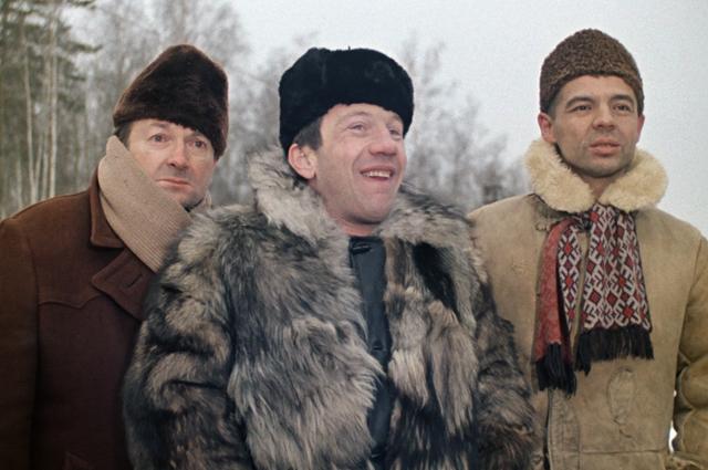 Хмырь (Георгий Вицин), Косой (Савелий Крамаров) и Василий Алибабаевич (Раднэр Муратов).