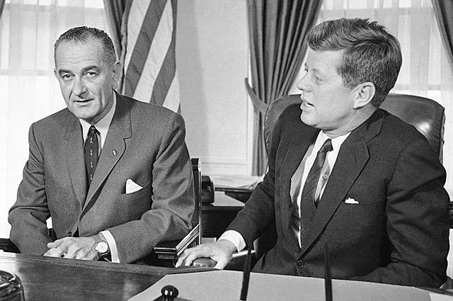 Президент Джон Кеннеди и вице-президент Линдон Джонсон.