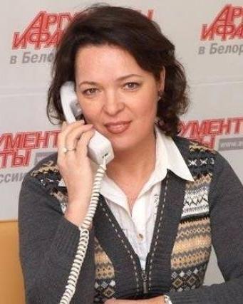 Людмила Жилевич во время прямой линии с читателями