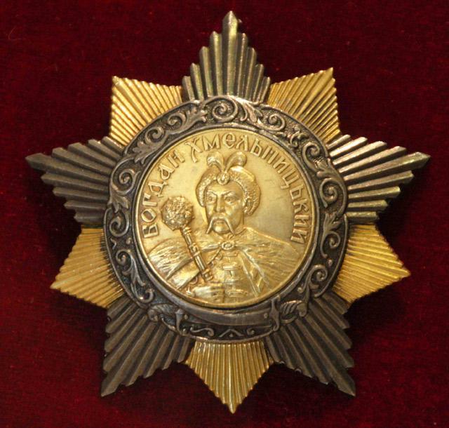 Единственный в СССР орден, имевший надписи не на русском языке.