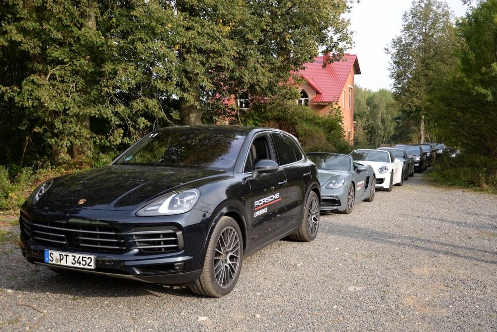 Тестовый парк автомобилей путешествует по Европе, чтобы дать возможность клиентам компании, а также представителям СМИ опробовать весь модельный ряд автопроизводителя.