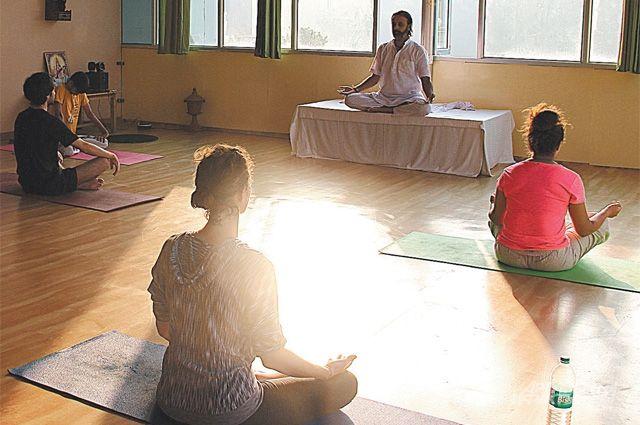 Йога - это прежде всего погружение в собственное сознание.