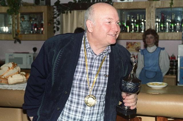 Председатель Мосгорисполкома Юрий Лужков, 1990 год.