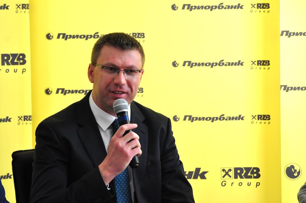 На фото: директор департамента электронных каналов сопровождения и продаж Приорбанка Сергей Лазюк.