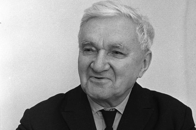 Доктор технических наук, генерал-майор инженерно-технической службы Георгий Иосифович Покровский - советский ученый в области физики.