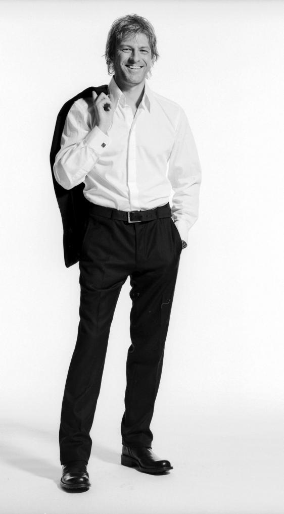 «Я люблю иногда носить костюмы - они создают иллюзию «высшего общества». Но вообще я простой парень».