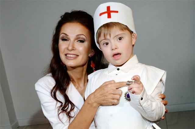 Эвелина Блёданс с сыном Семеном. 2017 г.