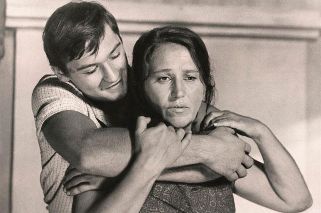 Владимир Тихонов и Нонна Мордюкова в фильме «Русское поле», 1972 г.