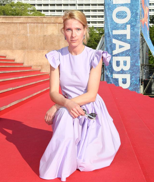 Актриса Анна Слю перед показом фильма режиссёра Бориса Хлебникова «Аритмия» в рамках 28-го Открытого Российского кинофестиваля «Кинотавр» в Сочи.