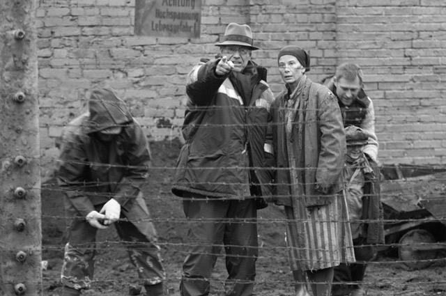 Андрей Сергеевич Кончаловский и Юлия Высоцкая на съемках «Рая» в Подмосковье.