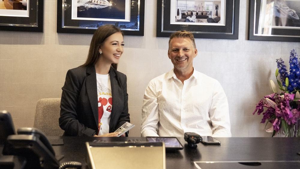 Эльвира Гаврилова на встрече с английским бизнесменом Глином Хатчинсоном (Glyn Hutchinson), директором по развитию (Sales Director) компании Icon Connect