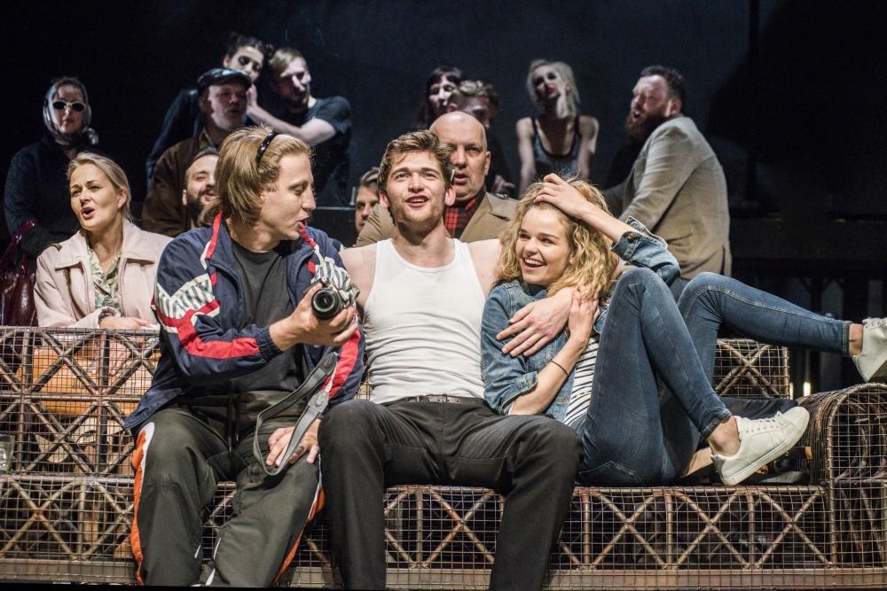 «Я поставил спектакль «Изгнание» по пьесе Марюса Ивашкявичюса об эмиграции. Очень сильное произведение и очень востребованное у зрителя».