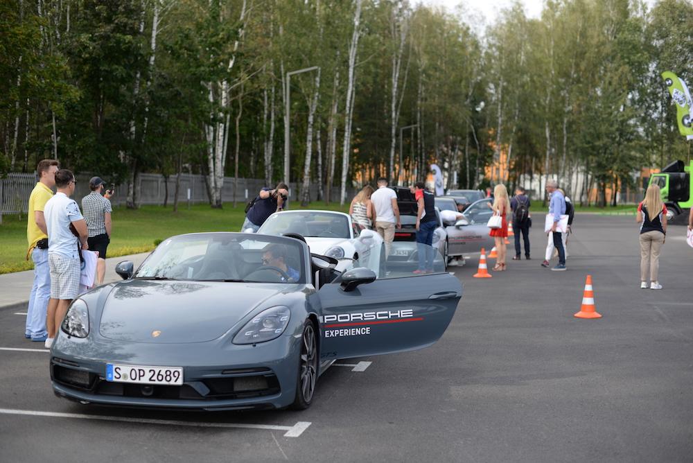 В нашей колонне также были Porsche Cayenne, Porsche Cayenne Turbo, Porsche 718 Boxster GTS и Porsche 911 Carrera GTS Cabriolet.