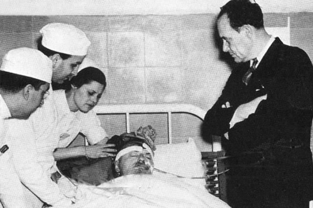 Лев Троцкий в больнице г. Мехико после покушения, август 1940 года.