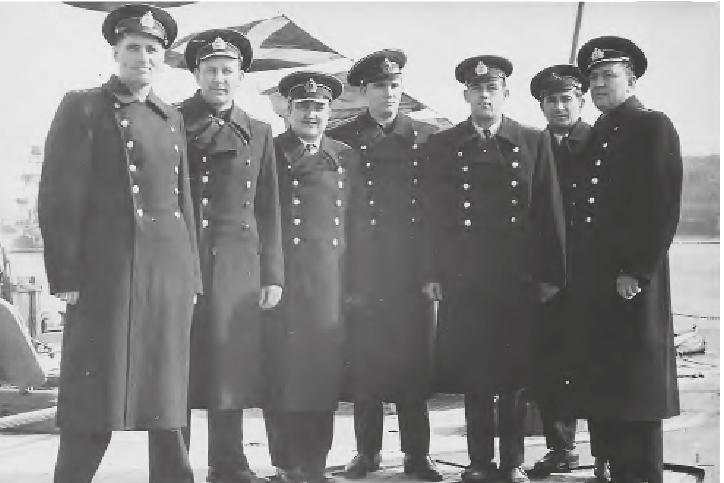 1963 год. День Военно-морского флота. Владимир Дорофеенко (второй справа) с группой офицеров на крейсере «Михаил Кутузов» Черноморского флота.