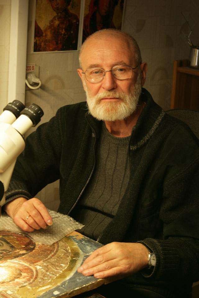 Заведующий научно-реставрационным отделом Национального художественного музея Аркадий ШПУНТ.