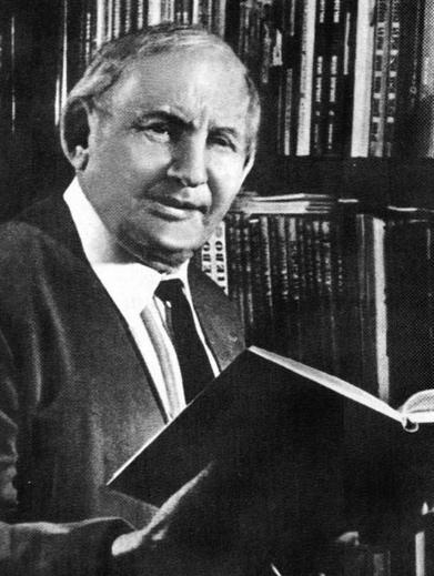 Советский писатель, драматург, математик и преподаватель Александр Волков