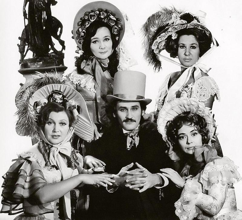 Хотя актер любил женщин (конечно же, взаимно), по его признанию, «никогда не цеплялся за подол».