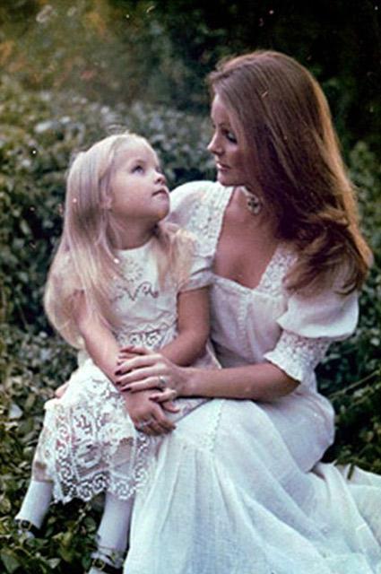 Дочь Лиза-Мария, только родившись, стала знаменитостью и… поставила точку в браке родителей.
