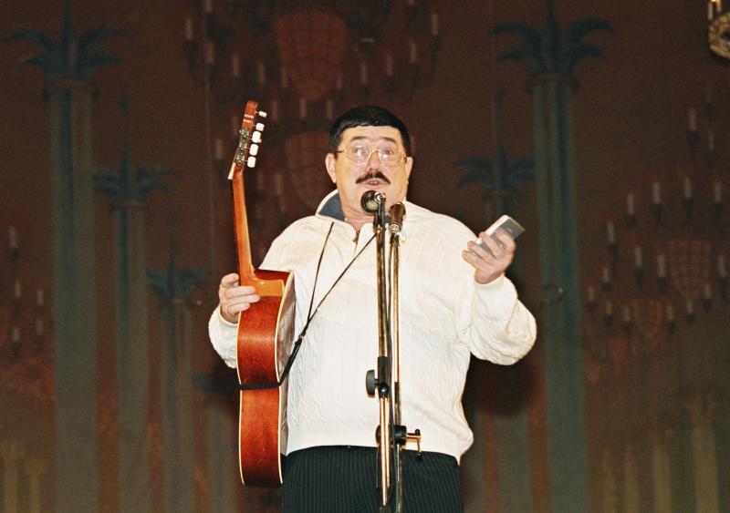 Борис Бурда – автор и исполнитель своих песен.