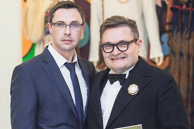 Квашеной капустой и мочеными яблоками с собственного огорода Виталий Жилинский (слева) потчевал и своего друга - историка моды Александра Васильева.