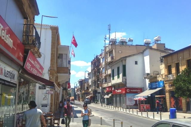 Улица в Никосии в Северном Кипре.