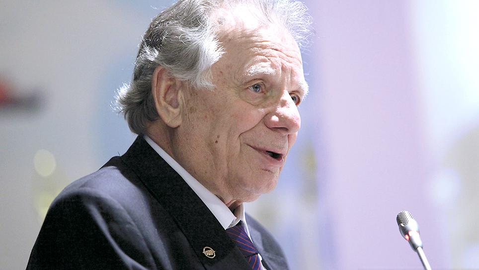 Жорес Алфёров (1930-2019), Нобелевская премия по физике, 2000 г.