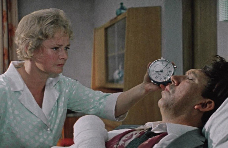 После роли в «Бриллиантовой руке» зрители «поженили» Нину с Никулиным и в жизни.