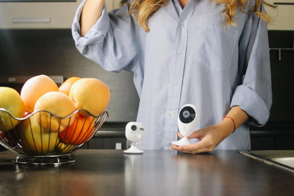 Компактная камера впишется в любой интерьер.