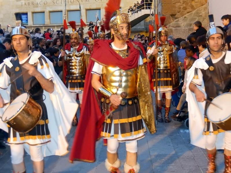 Римские воины возле Археологического музея.