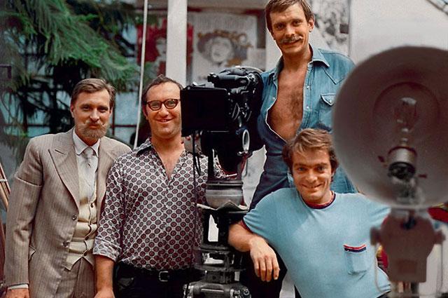 Олег Басилашвили, Павел Лебешев, Никита Михалков и Александр Адабашьян на съемках фильма «Раба любви». 1975 г.