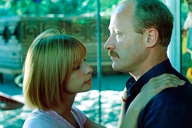 Роль в фильме «Выйти замуж за капитана» принесла Глаголевой известность, но не спасла от семейного кризиса.