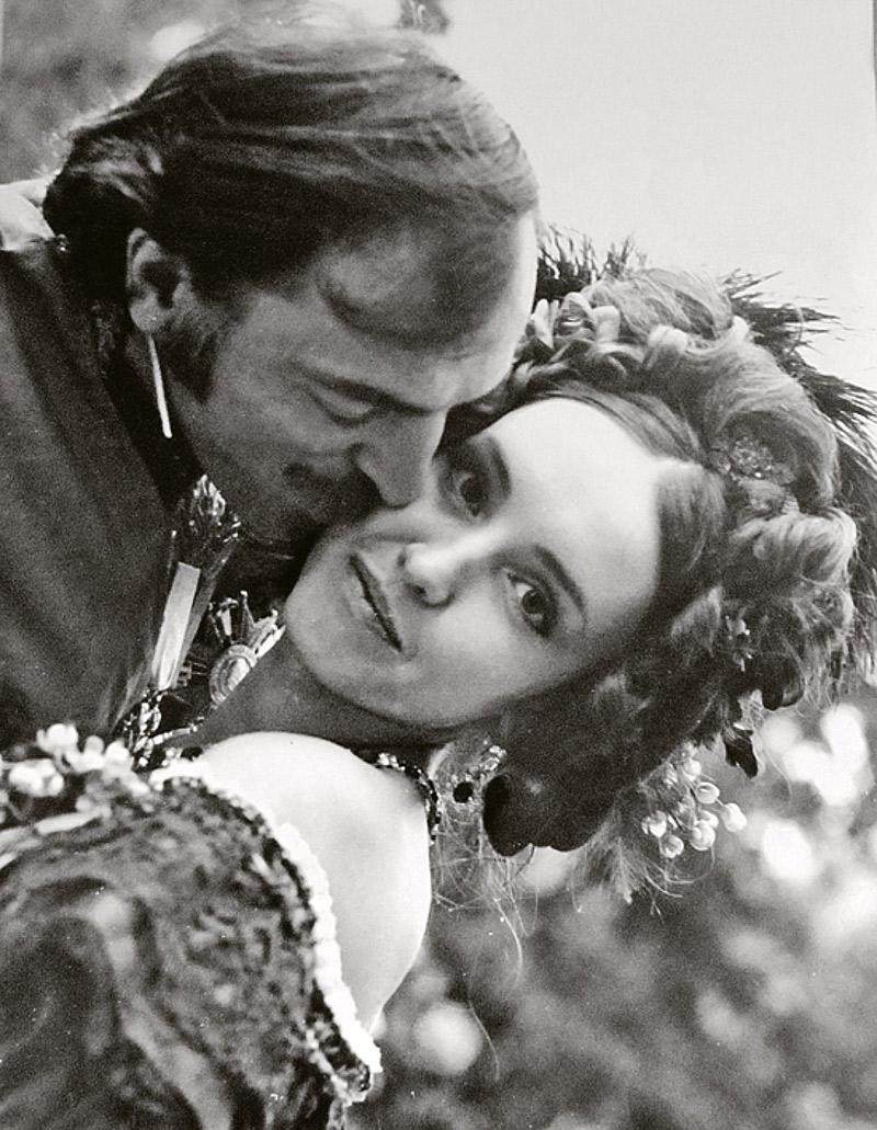 Красавицу Мерседес из «Узника замка Иф» обожала вся страна: мужчины бросали семьи, влюбляясь в нее.