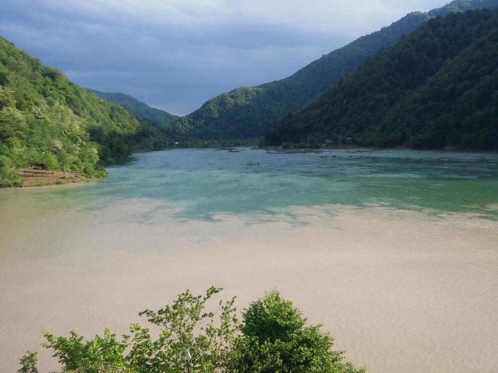 Место слияния двух горных рек.